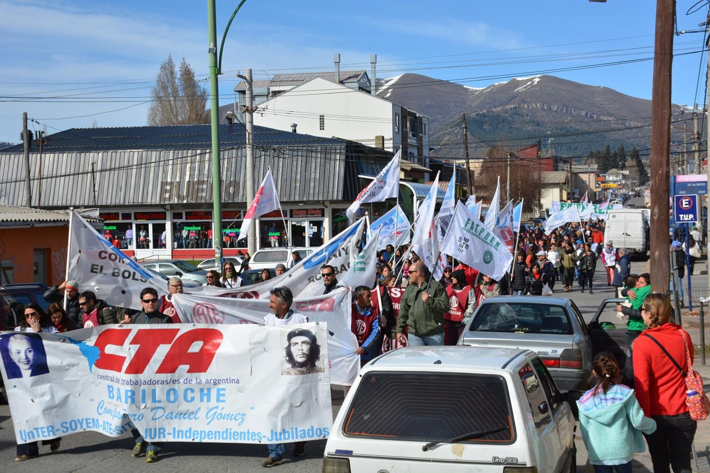 5b-marcha-con-estatales-bariloche