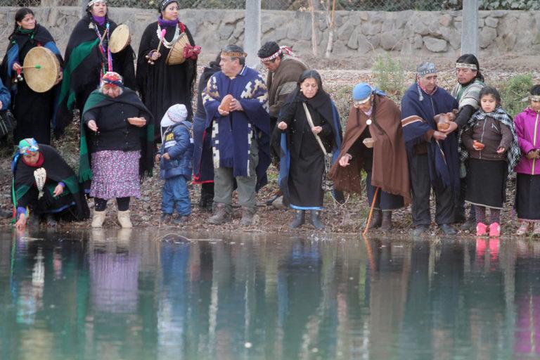 NEUQUEN- Wiñoy Xipantu en Neuquen capital, Campamento 1 , a orillas del Río Limay. La ceremonia se realizó con la primer luz del día del 24 de Junio de 2014.